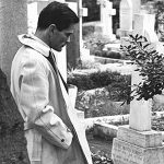 Pjer-Paolo-Pazolini-na-grobu-Antonija-Gramsija-1970_THUMB